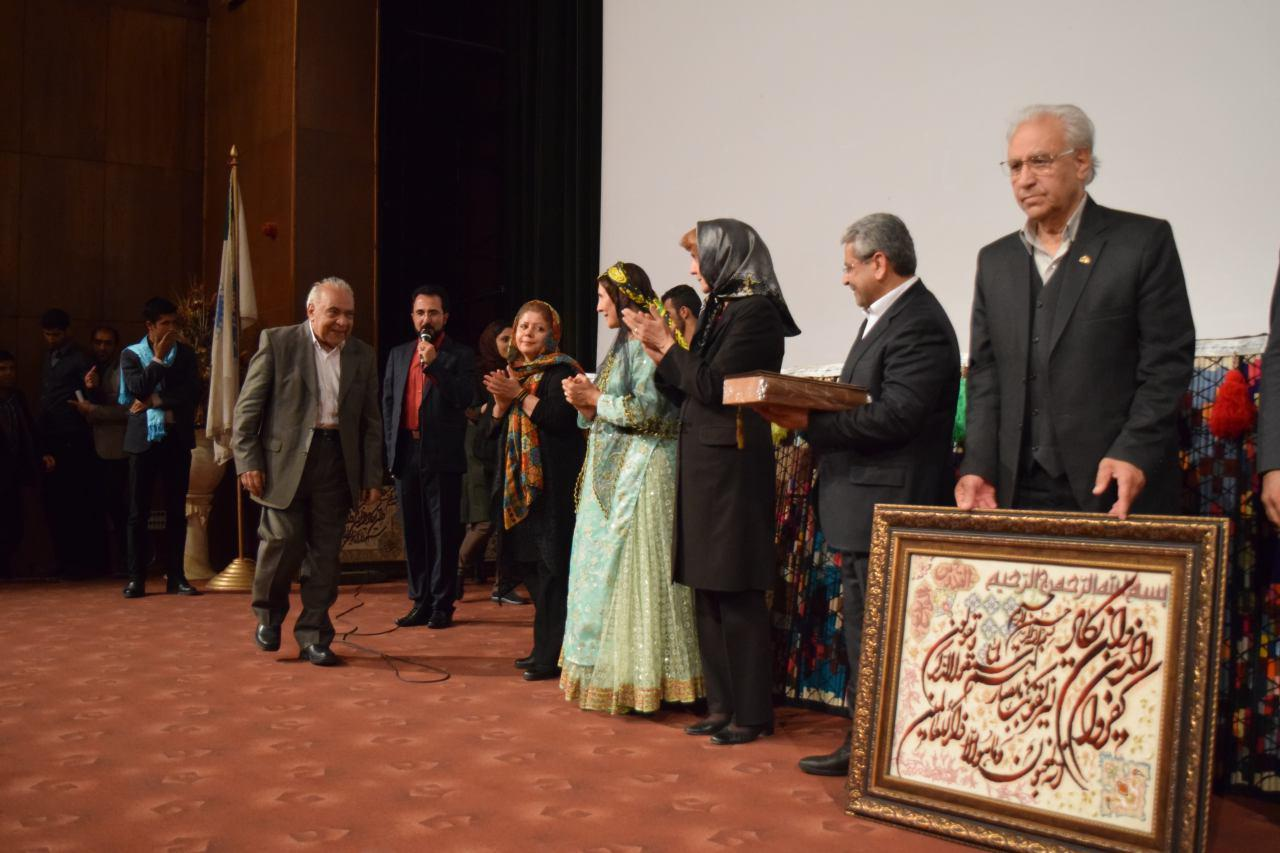 همایش تجلیل از تلاشگران عرصه فرهنگ و آموزش عشایر